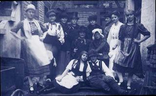 Weeze theater group with Helene Devries (highlighted), around 1921.