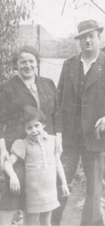 Max, Julie and Edith Devries in their garden, before deportation 1942.