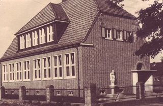 The Christopher School was upon its construction in 1938 considered to be one of the most modern school buildings in the former County of Geldern. View of the entrance from the south-west, 1938