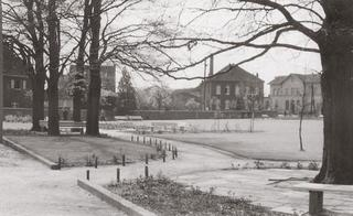 Park 'Alter Friedhof' (old cemetery), view from the north in the direction of the railway station, around 1960