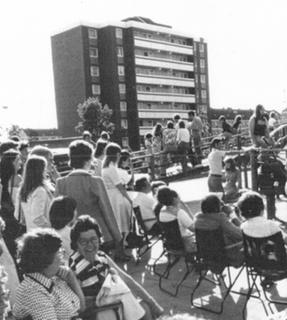 Within the framework of the 2nd British-German Week in 1978 a number of cultural and sporting events were held in Weeze. A lot of visitors to a street party on Magdeburger Straße were able to enjoy the sounds of a live band.
